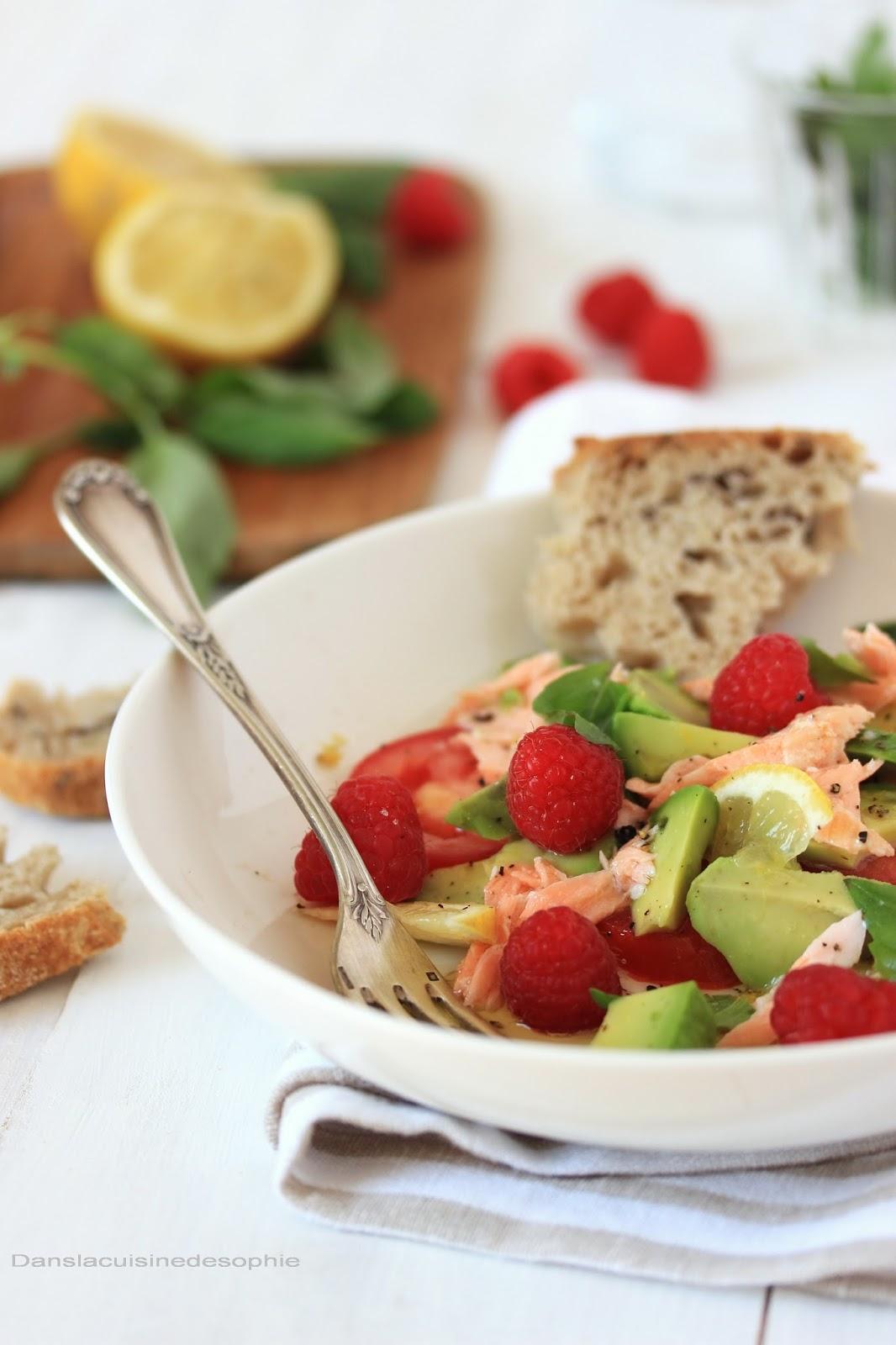 dans la cuisine de sophie salade avocat saumon framboise quelques tomates. Black Bedroom Furniture Sets. Home Design Ideas