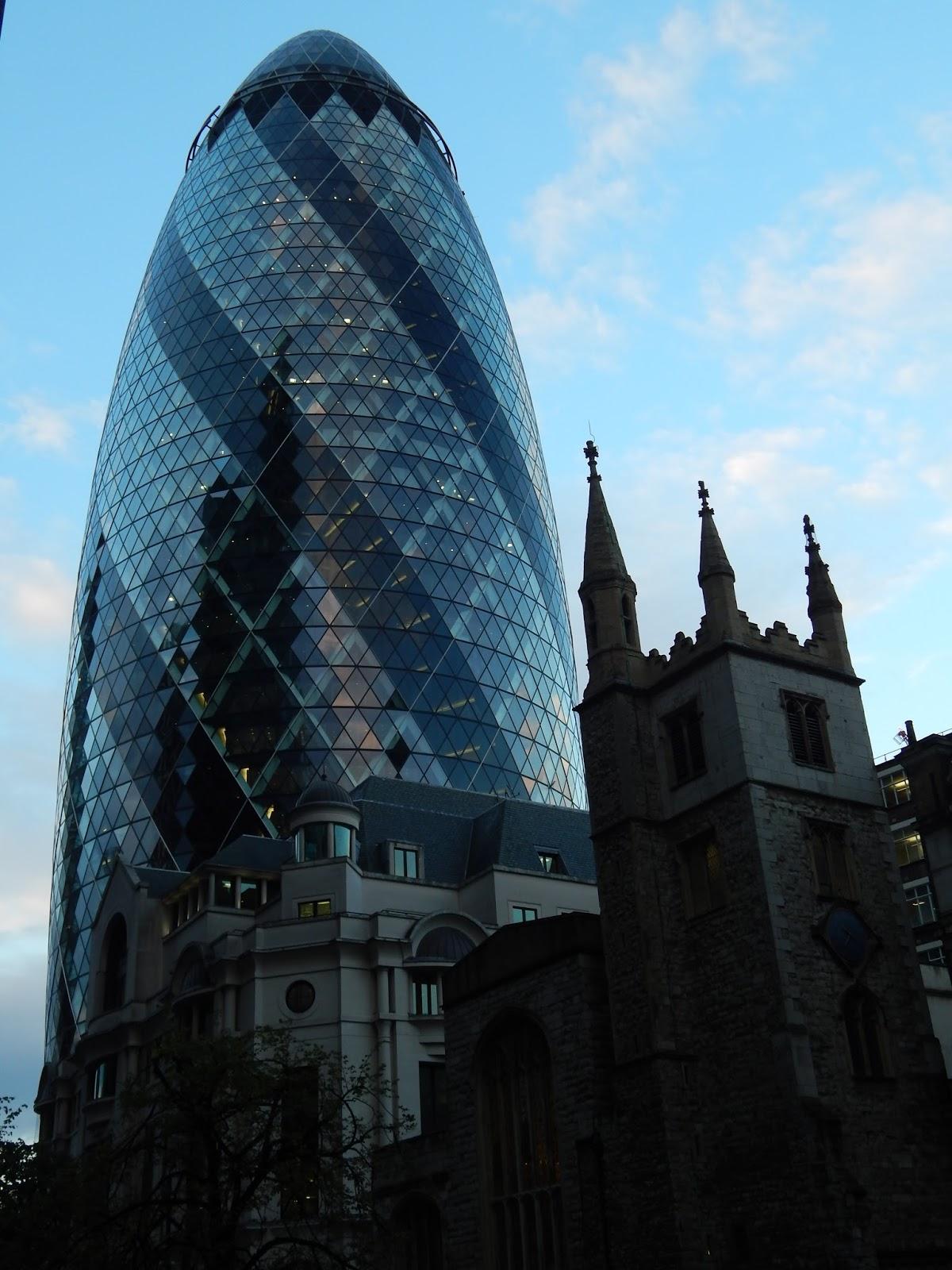 Mrakodram Okurka v Londýně