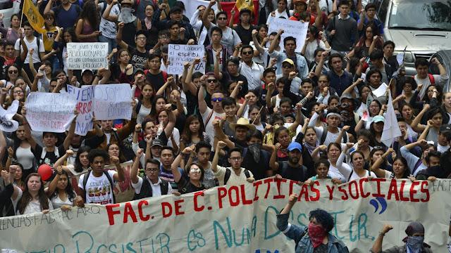 30 mil estudiantes reclamaron 'Fuera porros de la UNAM'