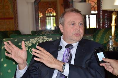 حوار صحفي مع السيد دريك هاستلد المدير التنفيذي للجمعية الدولية لتقويم الأداء التربوي