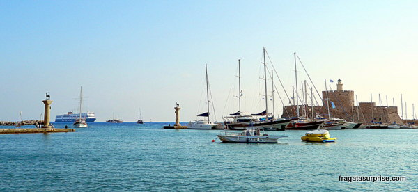 Porto de Mandráki, Rodes, Grécia