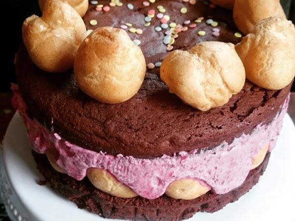 Windbeutel-Torte mit Himbeersahne