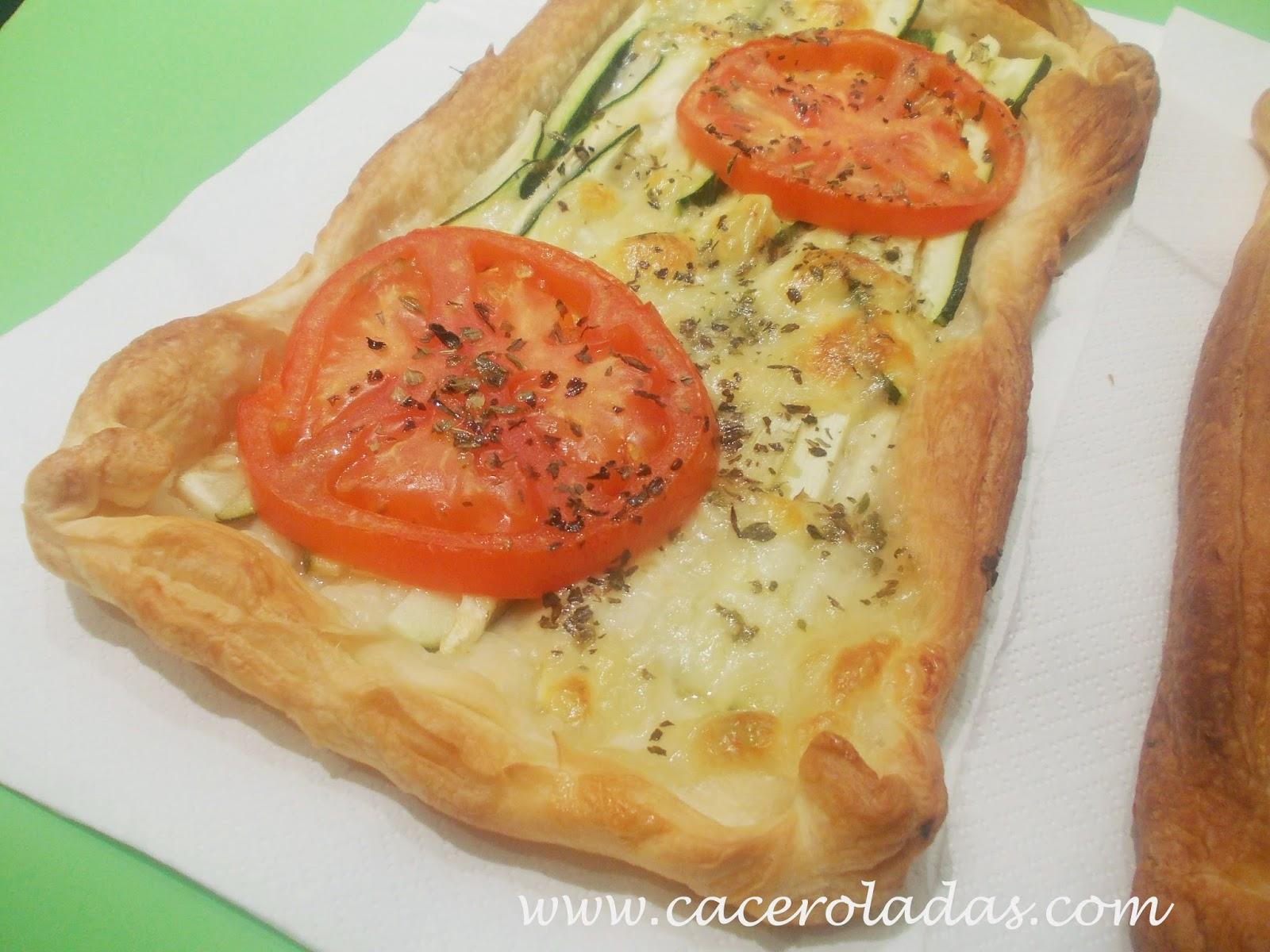 Hojaldres con calabacín, queso y tomate