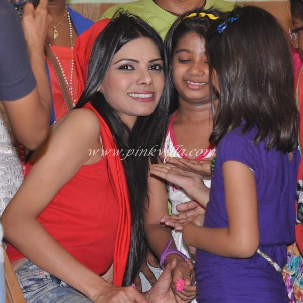 Sherlyn Chopra With Kids - Ray Of Hope Ngo Event Photos -9590