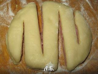 пирожки вареной колбасой