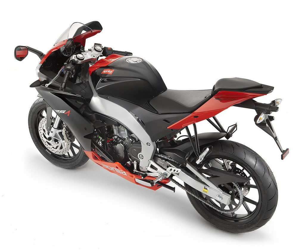 2013 aprilia rs4 50 review and prices. Black Bedroom Furniture Sets. Home Design Ideas