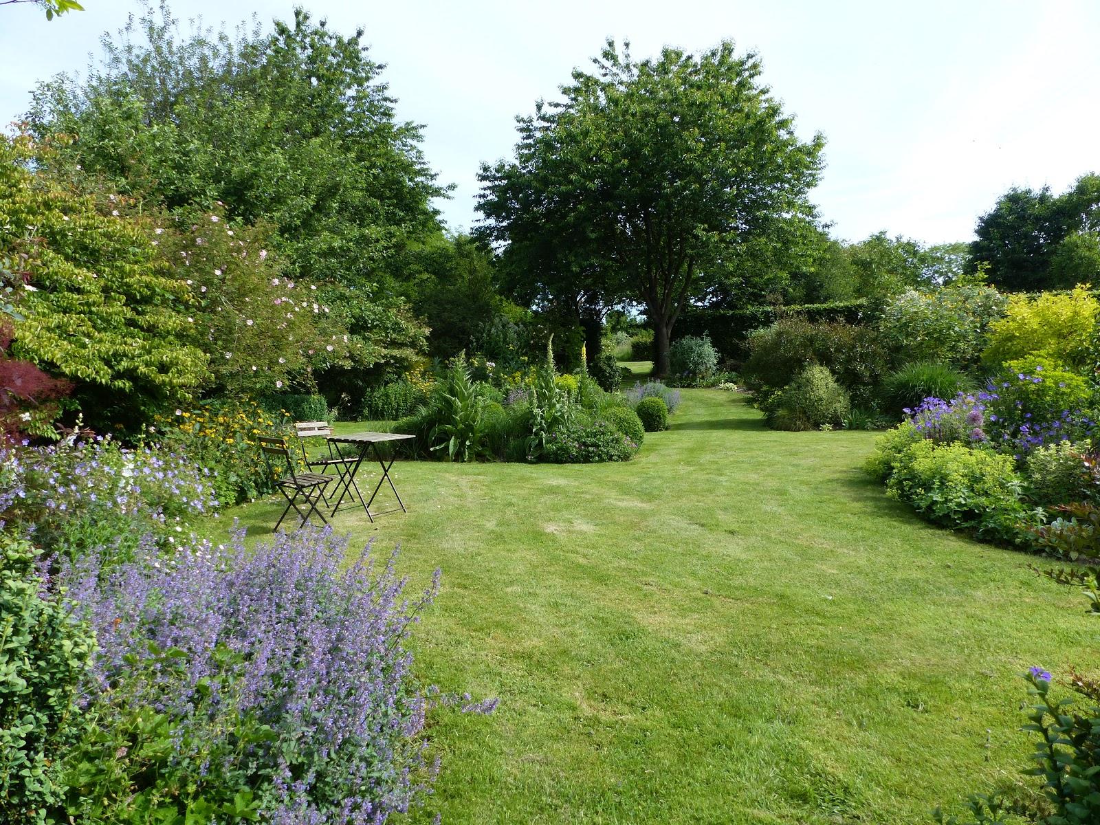 Temps de jardin le charme d un jardin anglais for Plantes jardin anglais