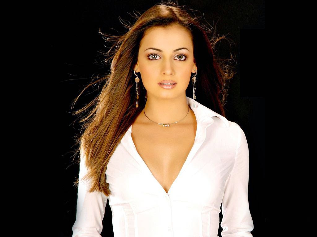 diya mirza HD Wallpapers