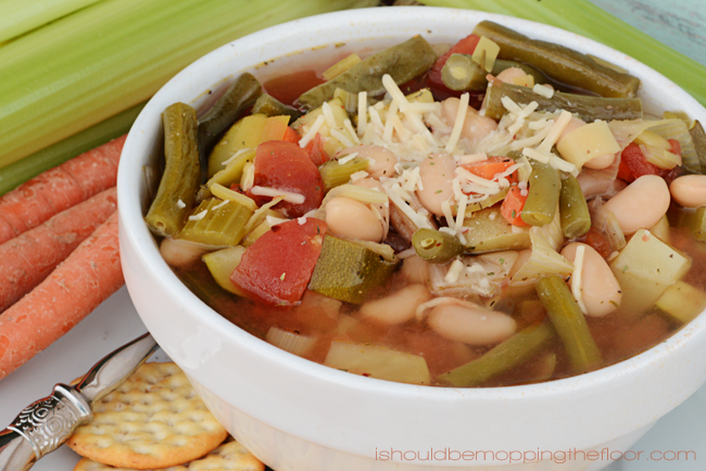Skinny Slow Cooker Minestrone Soup | Only 4 Weight Watchers Points per 1 1/2 cup serving