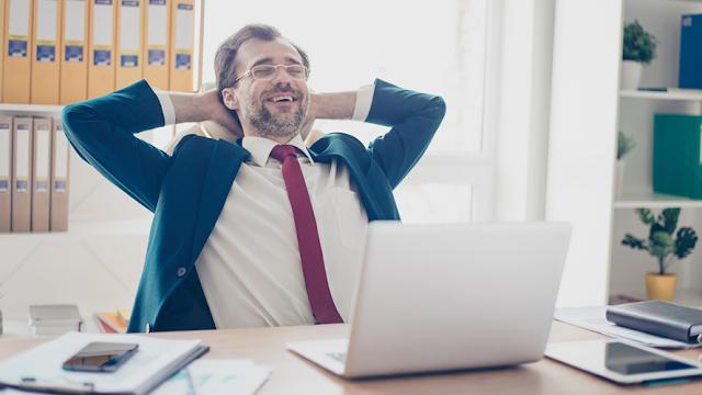 Cinco ejercicios para combatir malas posturas en la oficina