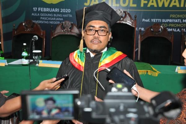 Wakil Ketua MPR Jazilul Fawaid Raih Doktor dari UNJ