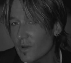 Keith Urban lança clipe de Blue Ain't Your Color