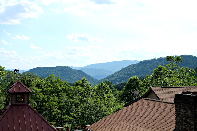Every room at Guesthouse Lost River comes standard with gorgeous views of the surrounding mountains.