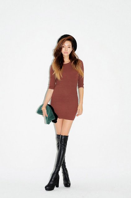Cách mặc váy mùa lạnh cho mẹ bầu vừa ấm vừa đẹp