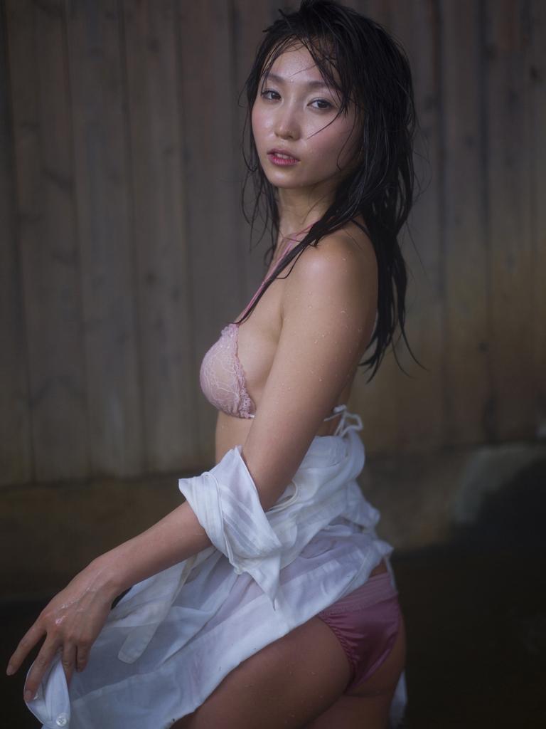 Top Asian Stars Risa Yoshiki Pink Lingerie Phototshoot