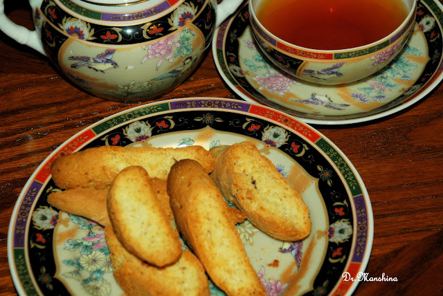 Кантуччини — итальянское печенье с орехами, цукатами, изюмом.