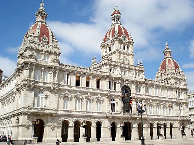 Palácio Municipal e Plaza María Pita