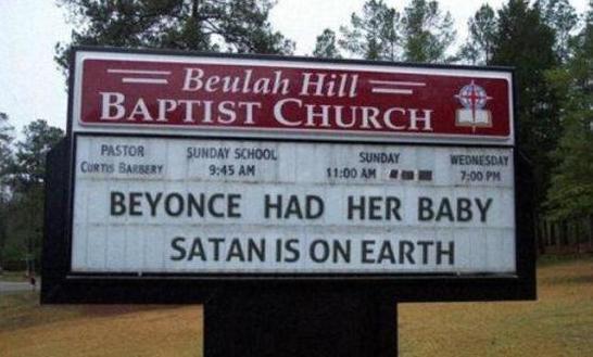 Letrero con anuncio acerca del nacimiento del hijo de Beyoncé