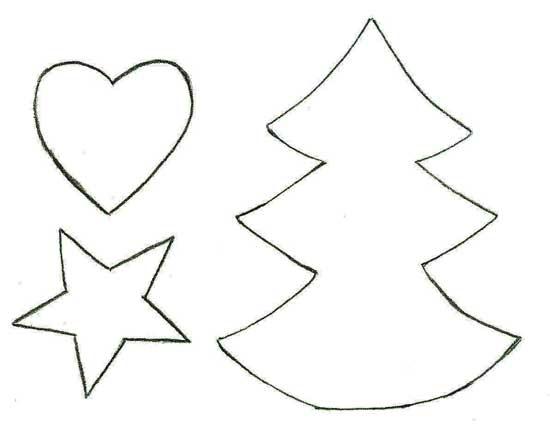 Moldes de árvore de natal, coração e estrela usados para fazer o móbile natalino de feltro