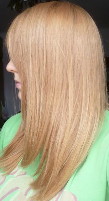 Wasze włosy u Mysi. Z rudych w ciapki w gładki kremowy beż
