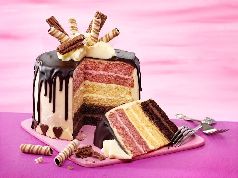 Neapolitan Style Drip Cake: Showstopping Cakes