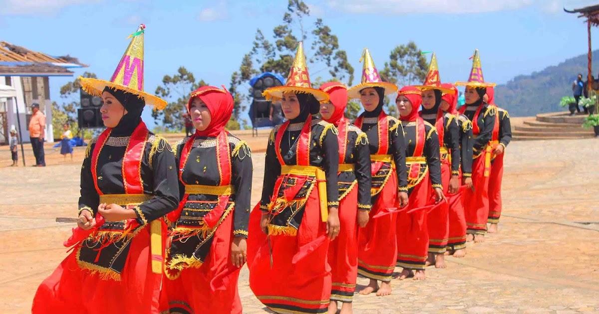 Tari Lumense Tari Tradisional Dari Suku Moronene Sulawesi