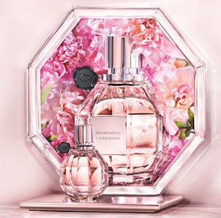 Une explosion de fleurs, un parfum d'enchantement, un spectacle olfactif, une folie florale ! Un flacon aux pouvoirs magiques, un diamant à croquer, recelant les secrets de celle qui le portera.