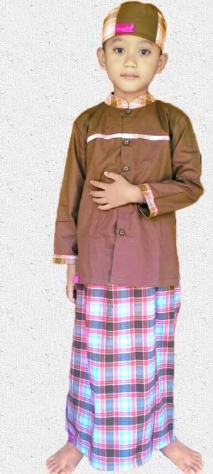 Baju Muslim Anak dengan sarung