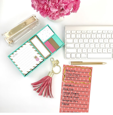 Whether you work from home or just need to get organized, this pretty to do list printable will help you get it all done.  This free printable will help you list the top 3 things to do each day and help get you working from home and making money in no time.