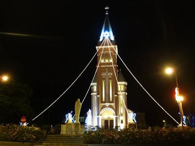 Nhà thờ Đà Lạt vào giáng sinh