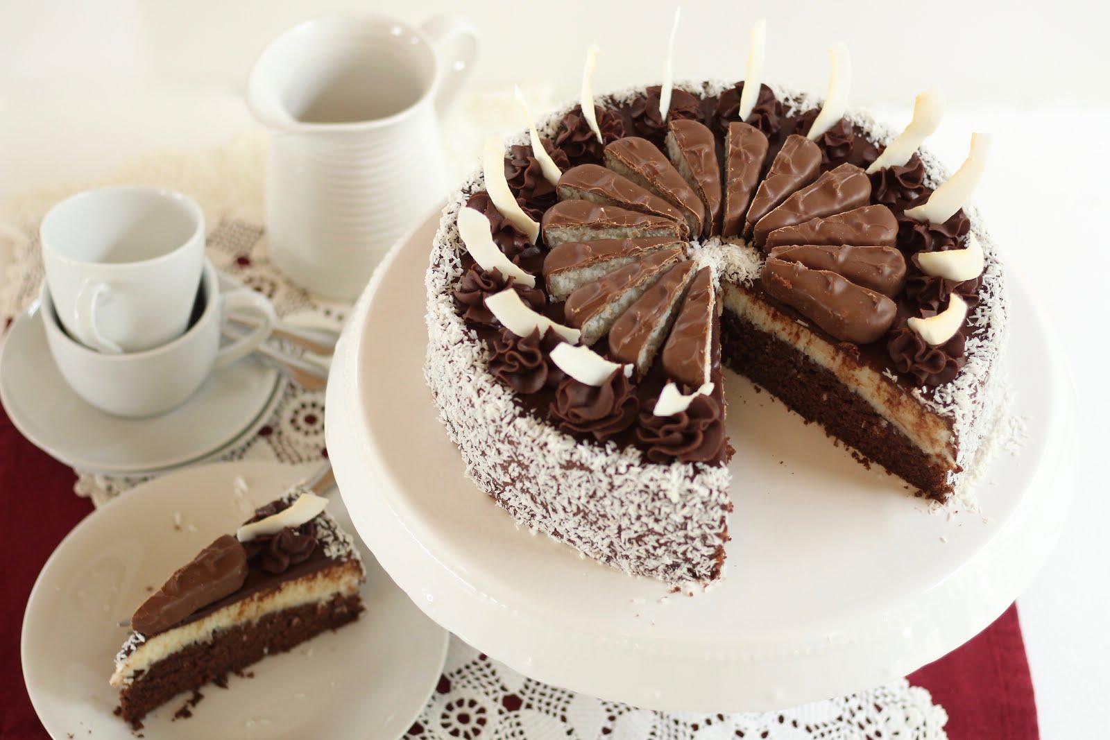 Bezaubernde Bounty Torte mit Schokoganache und Kokoschips | Rezept und Video von Sugarprincess