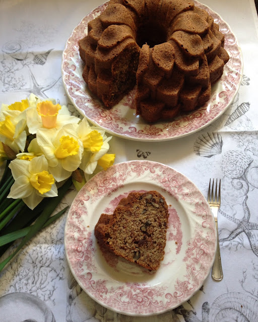 bundt cake de platano nueces y chocolate
