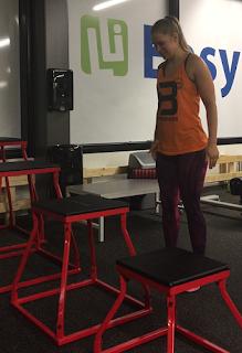 Boxihyppy, tasohyppelyä, hyppää, uskaltaa, rohkeus, nainen, kuntosali, toiminnallinen treeni