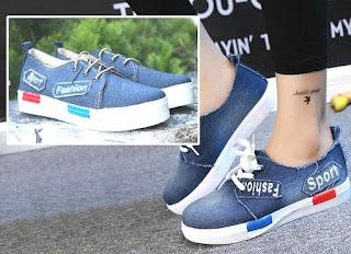 Model sepatu sneakers untuk wanita mengikuti kegiatan kuliah