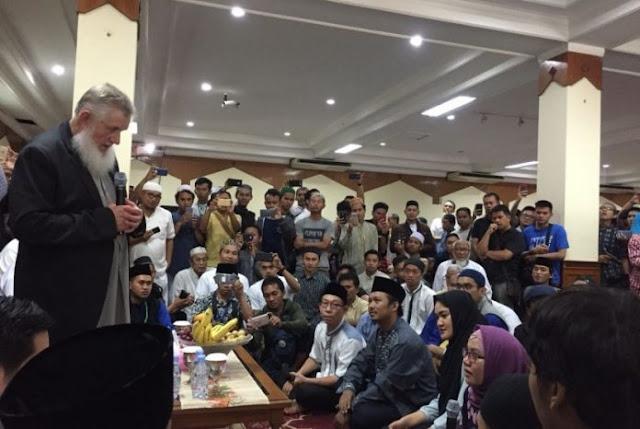 Allahuakbar, Usai Dengar Tausiah Yusuf Estes, 5 Orang Ikrarkan Syahadat