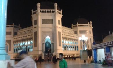 Mesjid Raya Medan Al - Mashun Pada Malam Hari