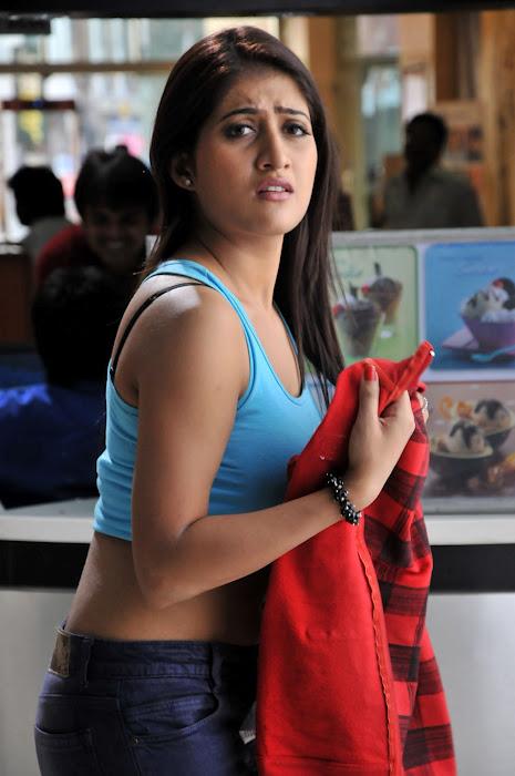 Punjabi Girl With Gun Hd Wallpaper Anisha Singh Hot Ayyare Movie Stills 5 Pics