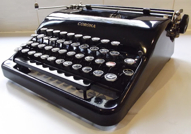 Oz.typewriter Corona Standard Speedline Portable Typewriter
