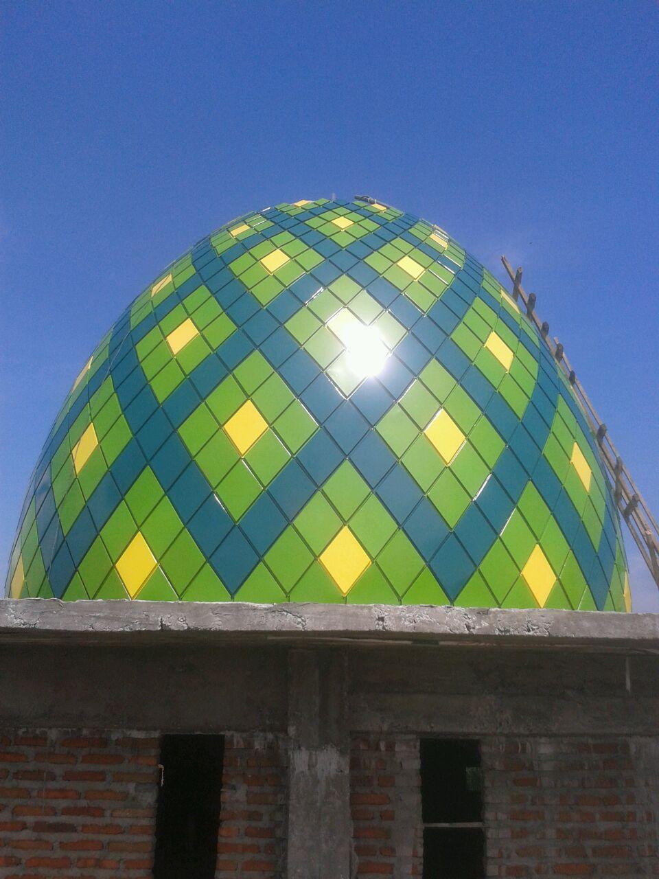 Membangun Kubah Masjid Ponpes Alyassini di Pasuruan