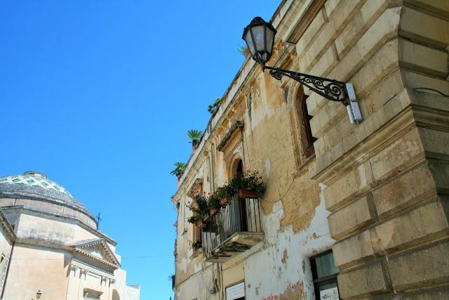 palazzi, cielo, balcone, piate, vasi