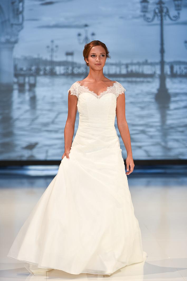 6bdcb405fc1c Lilly är ett av svenska brudars favoritmärken på brudklänningar. Här är  några av kommande modeller för 2017 som vi såg på Nordic bridal show!