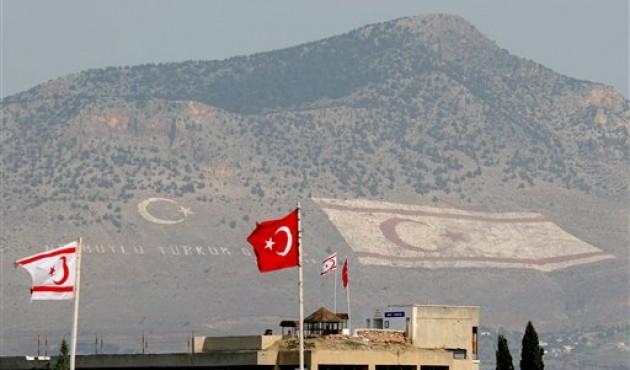 ΤΟ ΦΥΣΑΕΙ ΚΑΙ ΔΕΝ ΚΡΥΩΝΕΙ Ο ΣΟΥΛΤΑΝΟΣ: «Να φύγει η Τουρκία από την Κύπρο», είπαν οι…