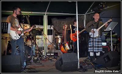 guitare électrique saturée, banjo ténor, punk celtique, rock breton
