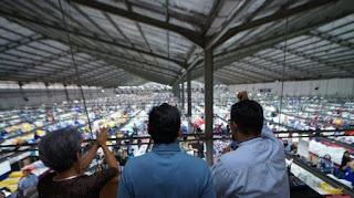Calon Wakil Presiden nomor urut 2, Sandiaga Salahudin Uno berkunjung ke pabrik PT L&B di Jalan Gang Sundawenang, Parung Kuda, Sukabumi, Jawa Barat pada Kamis (23/11/2018)