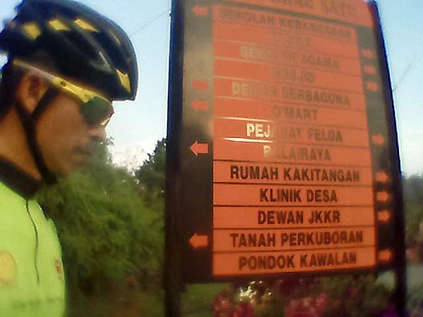 Picture / selfie of signboard at entry of Felda Krau 1