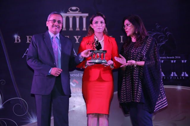 Beautypolis Achievement Award presented to Aashmeen Munjaal make-up expert & Director of Star salon n' Academy.