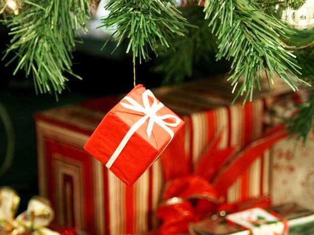 A pochi giorni dal Natale sicuramente ci sarà qualche ritardatario che deve  ancora comprare i regali e allora eccomi qui per darvi qualche idea!! d6f3e035c03
