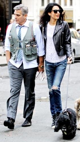 Foto de George Clooney paseando por la calle con Amal Ramzi