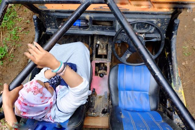 naik jeep di kebun teh nglinggo