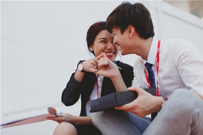 Tình yêu giữa cô trưởng phòng và chàng trai trẻ